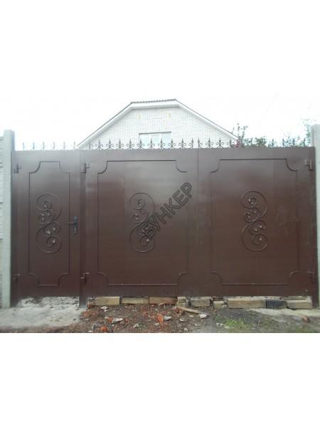 Металлические ворота и калитка с элементами художественной ковки